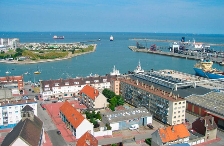 Vue du port de Calais depuis le phare