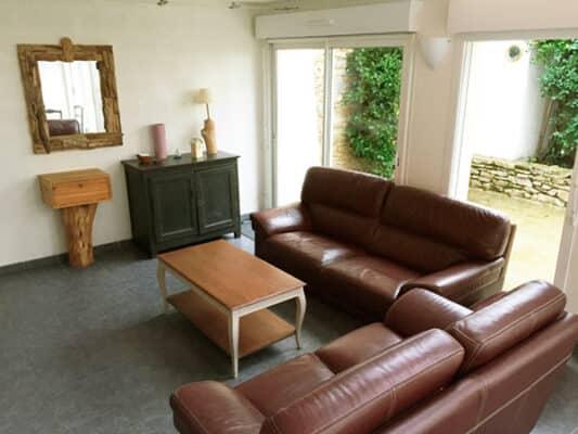 Espace salon avec canapés